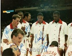 1987 L'équipe Bulls A Signé Une Photo Michael Jordan Pippen + Psa/dna Autograph Auto