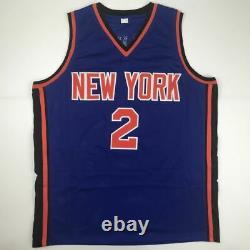 Autographié/signé Larry Johnson New York Blue Basketball Jersey Psa/adn Coa