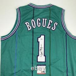Autographié/signé Muggsy Bogues Charlotte Teal Basketball Jersey Psa/dna Coa