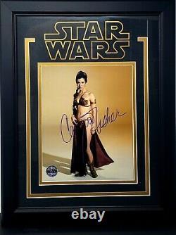 Carrie Fisher Signé Star Wars 8x10 Photo Opx Encadré Psa / Dna #ae92433 Grade 10