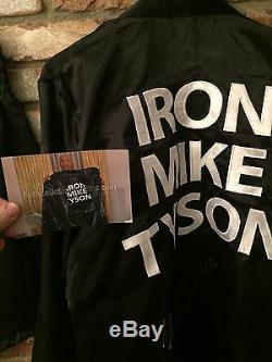Iron Mike Tyson Robe De Boxe Signée Autographiée, Pruneau Et Gant Preuve Psa / Dna