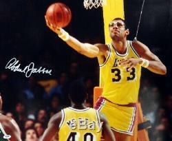 Kareem Abdul Jabbar Autographié Signé 20x24 Photo Los Angeles Psa / Adn 102609