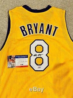Kobe Bryant # 8 Signé Autographié Los Angeles Lakers Jersey Psa / Dna Autograph