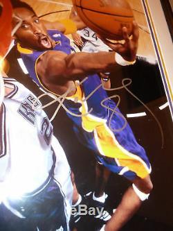 Kobe Bryant Photo Autographiée 16x20 Autographiée Complète Psa / Dna Loa & Gai