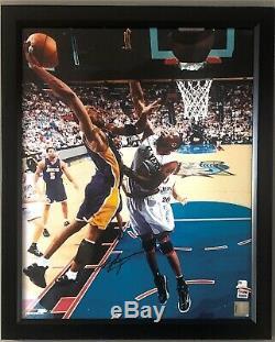 Kobe Bryant Signé 16x20 Photo Dédicacée Psa / Adn Coa Los Angeles Lakers Encadrée