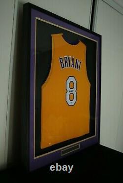 Lakers Kobe Bryant Autographed Signé Encadré Maillot Jaune Psa/adn B11902 #8 Coa