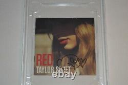 Livret Taylor Swift Autographié Red CD Cover Psa / Dna Encapsulé