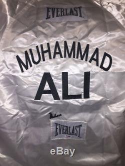 Muhammad Ali Authentique Autographié Signé Everlast Boxing Robe Psa / Adn 4a01704