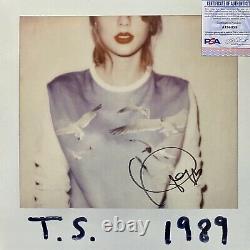 Taylor Swift Signe Un Album En 1989 Avec Psa/dna Coa